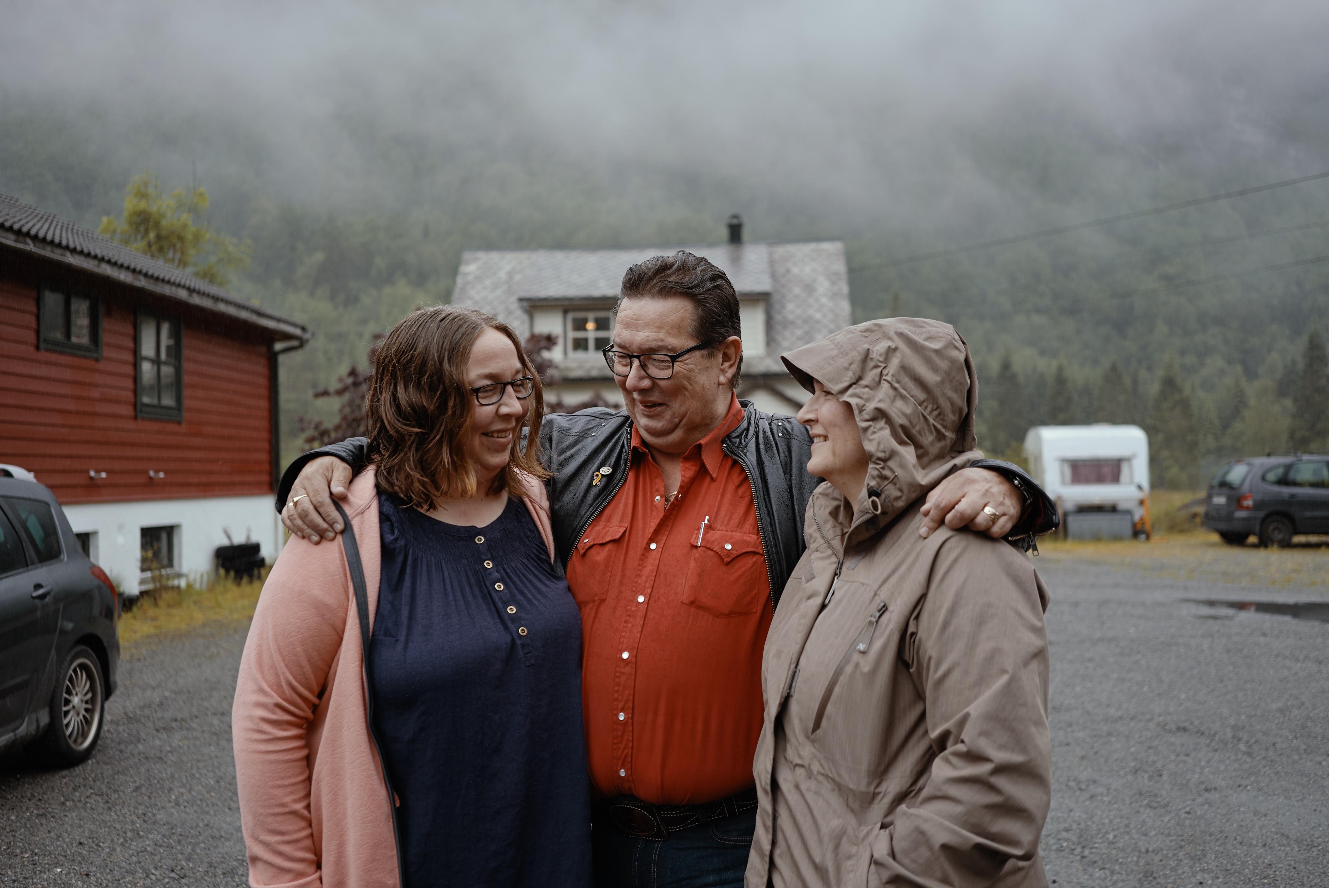 הפגישה הראשונה. מימין לשמאל: האחות סולפריד, גונוולד והאחיינית תרזה
